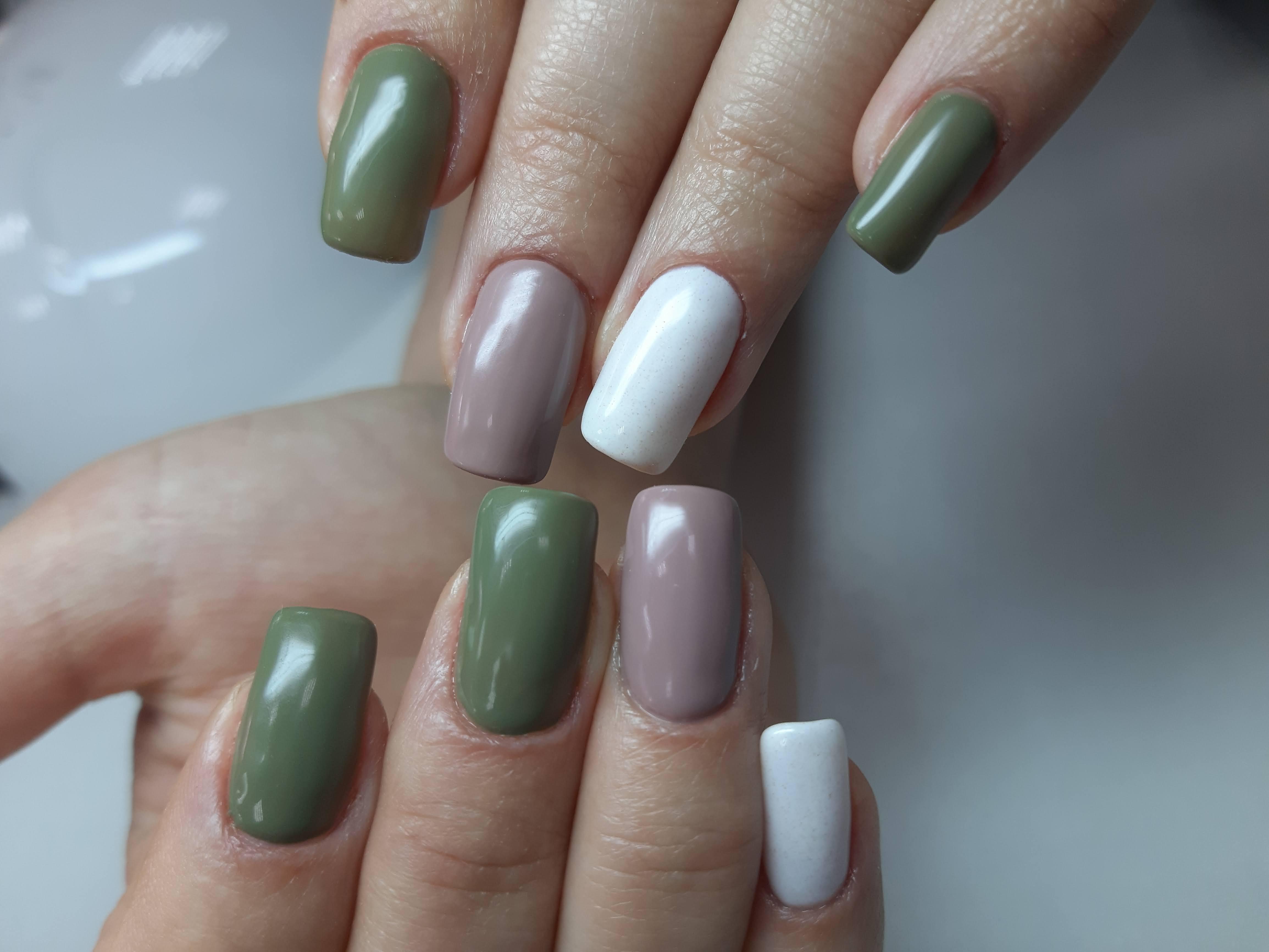 Маникюр в пастельных тонах на длинные ногти.