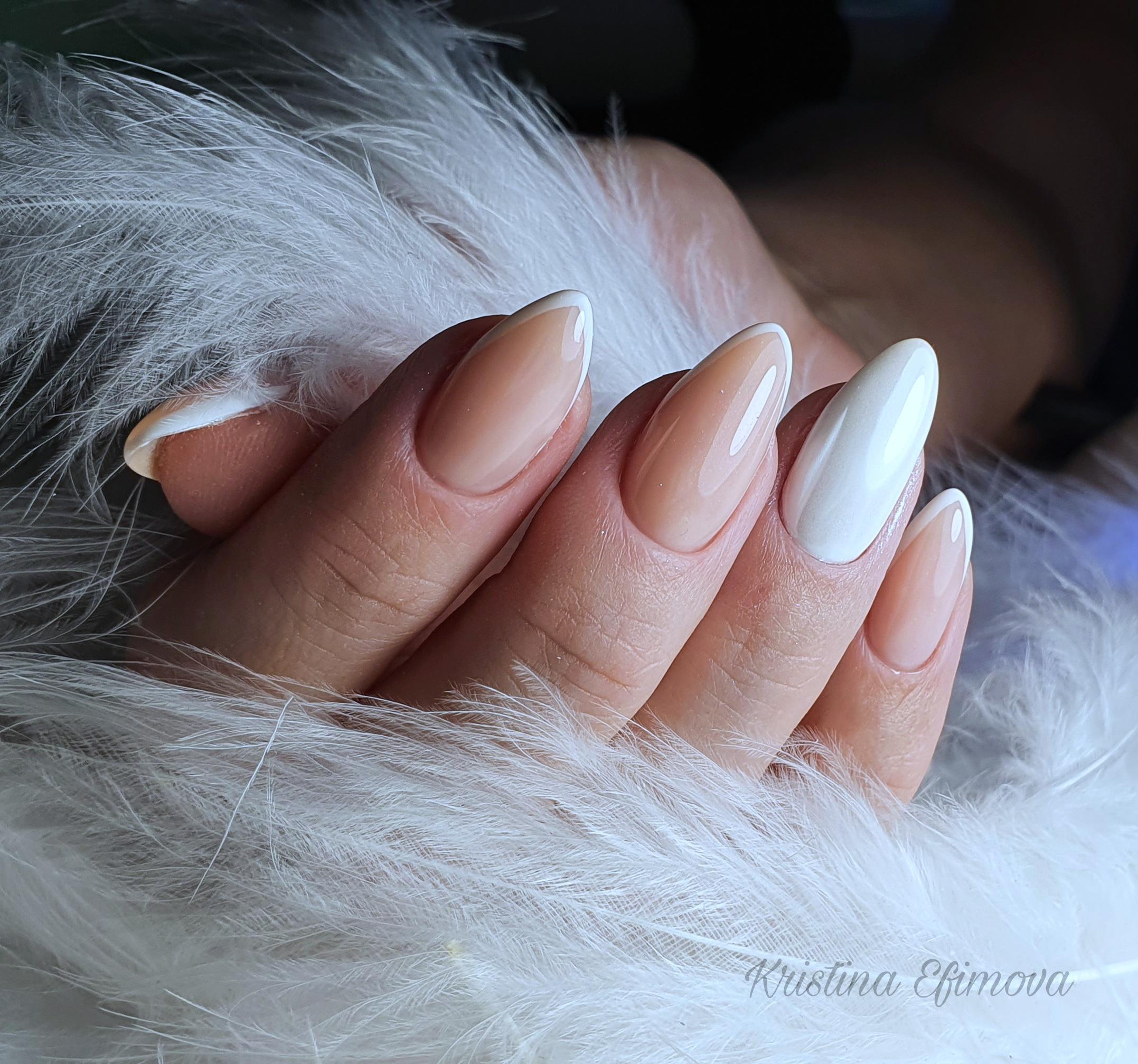 Френч классический на длинные ногти.