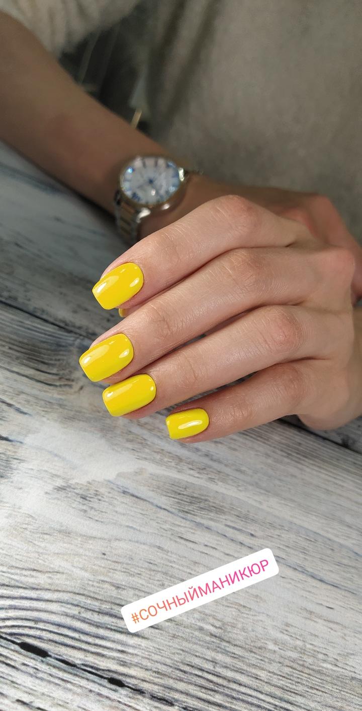 Маникюр в желтом цвете.