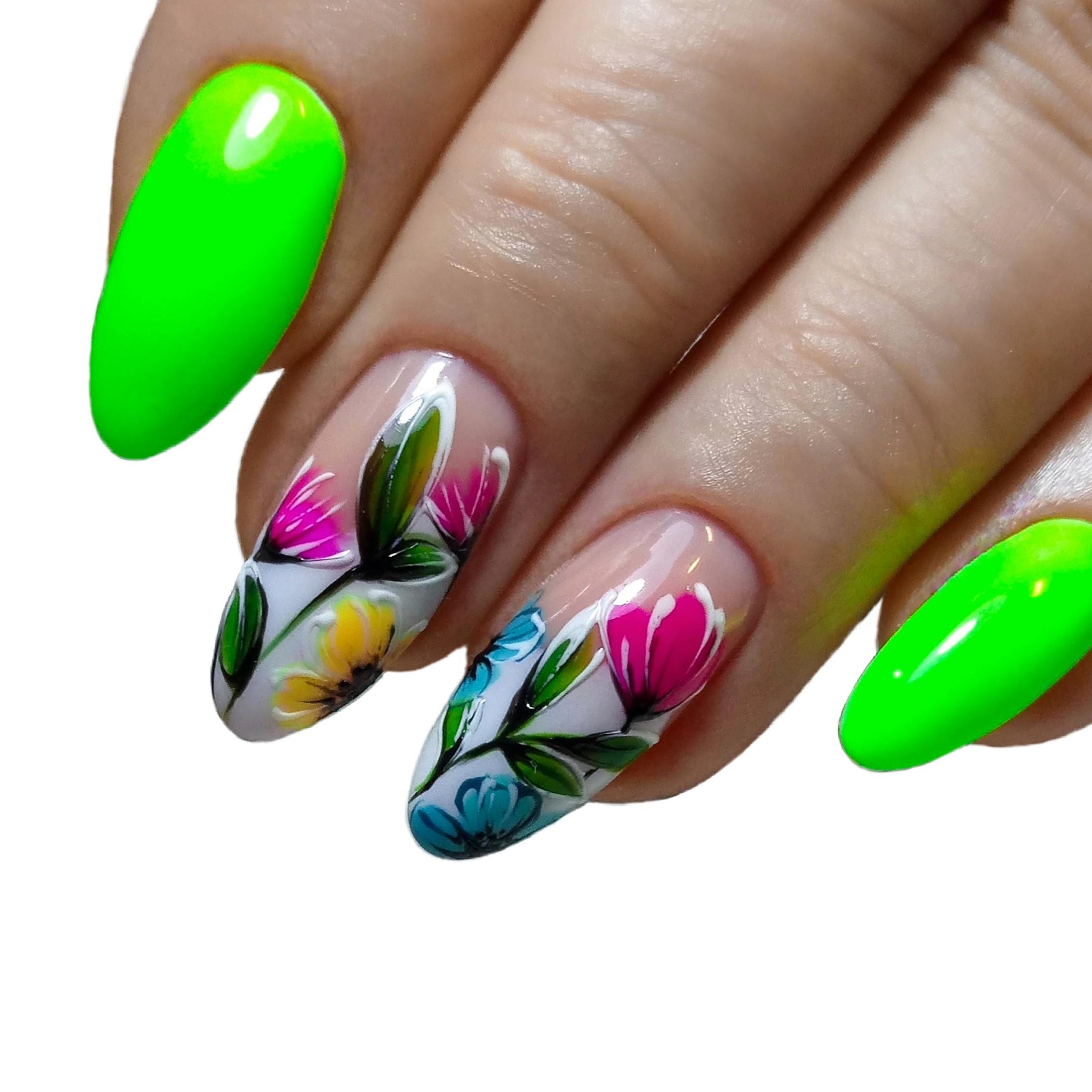 Маникюр с цветочным рисунком в кислотном цвете на длинные ногти.