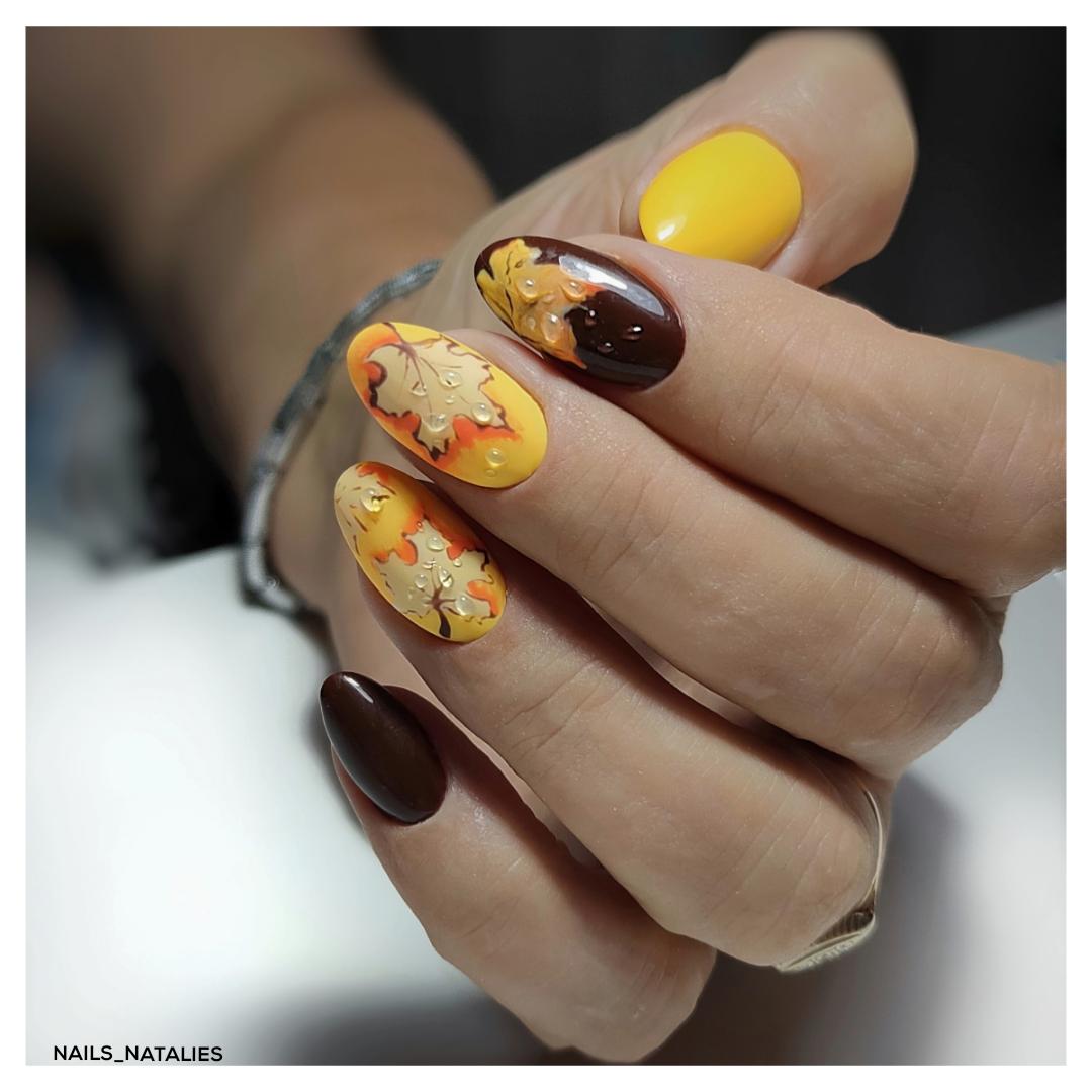 Осенний маникюр со слайдерами на длинные ногти.