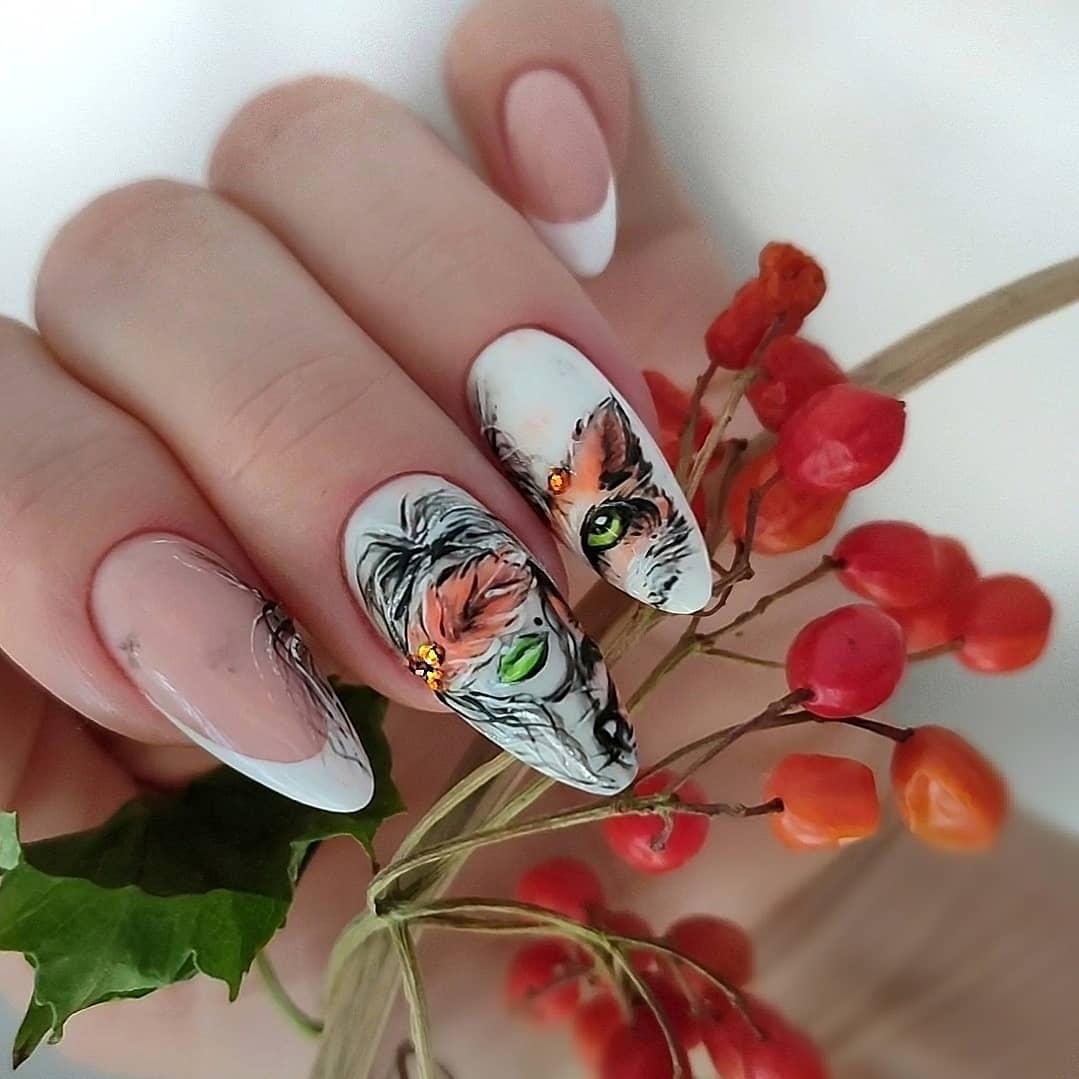 Френч с художественной росписью на длинные ногти.
