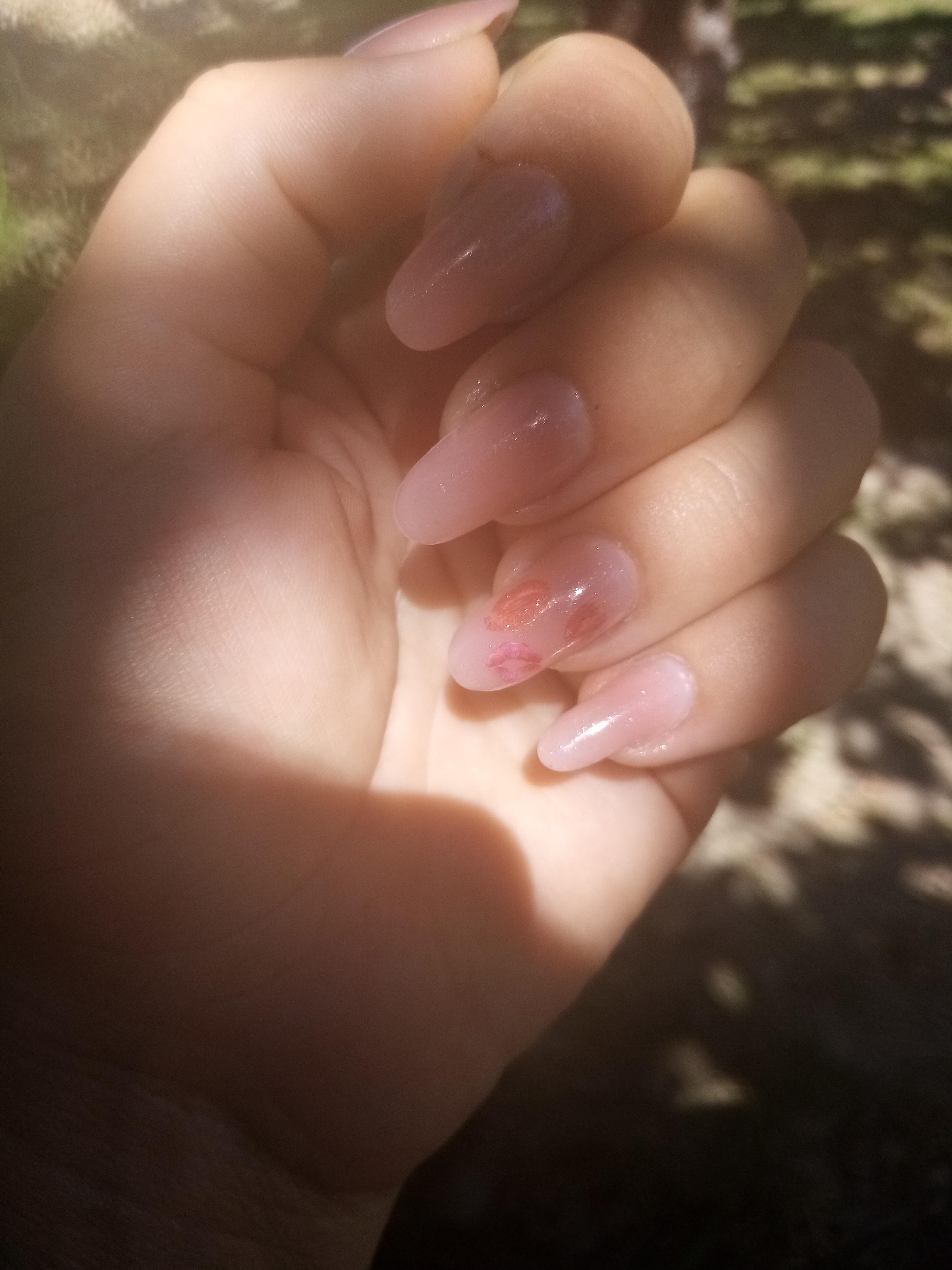 Нюдовый маникюр на длинные ногти.