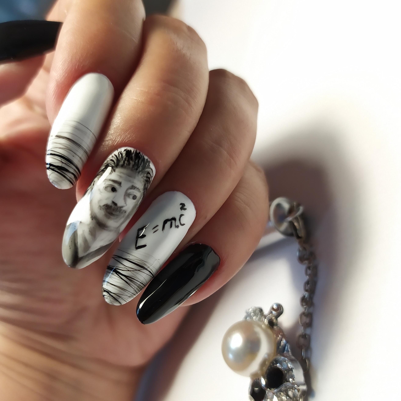 Маникюр с художественной росписью и паутинкой на длинные ногти.