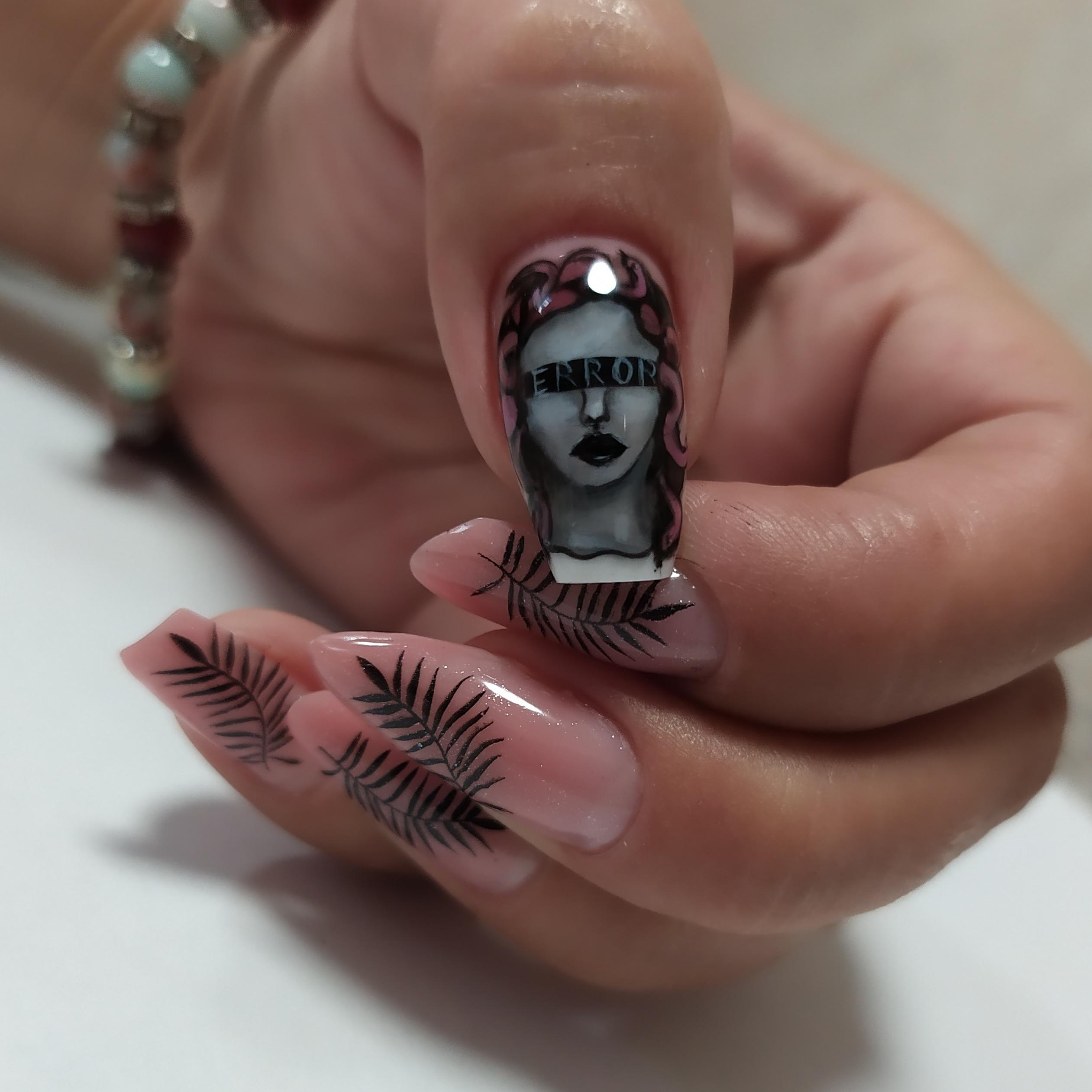 Нюдовый маникюр с растительными слайдерами и художественной росписью на длинные ногти.